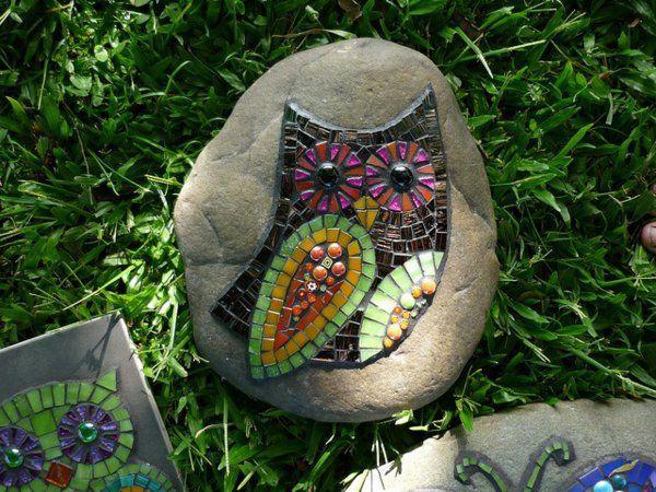 Mosaik basteln garten gestalten eule anleitung mosaik for Gartenboden gestalten