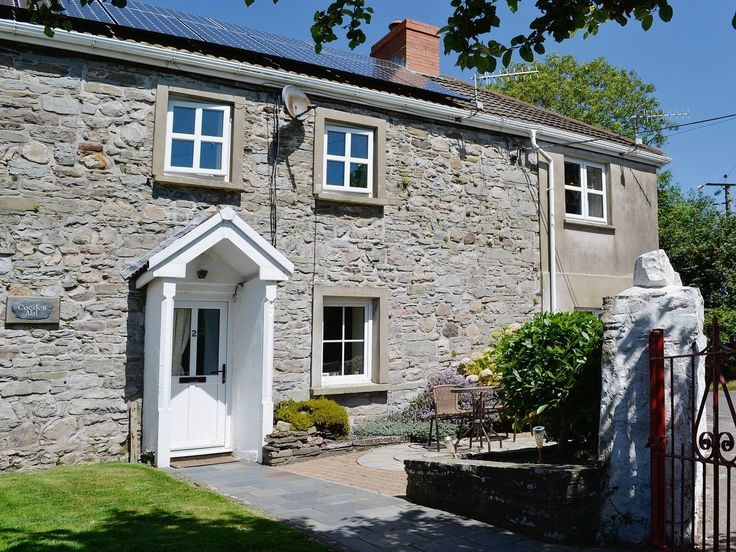 Tanylan Farm, Kidwelly, Carmarthenshire, Wales. Holiday. Travel. Dog Friendly. Hot Tub. Self Catering. Accommodation. Sleeps 1 - 16.