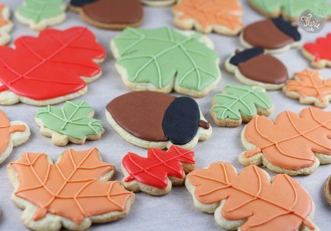 couronne automne 1 biscuits recettes techniques de d corations gla ages et astuces. Black Bedroom Furniture Sets. Home Design Ideas