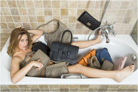 Bo Hulst staat model voor nieuwe handtassencollectie van SDD Steven Deduytsche. Steven merkte de schoonheid op van Bo en vroeg haar om te poseren met zijn nieuwe collectie. Bo had wel al vaker gepo…