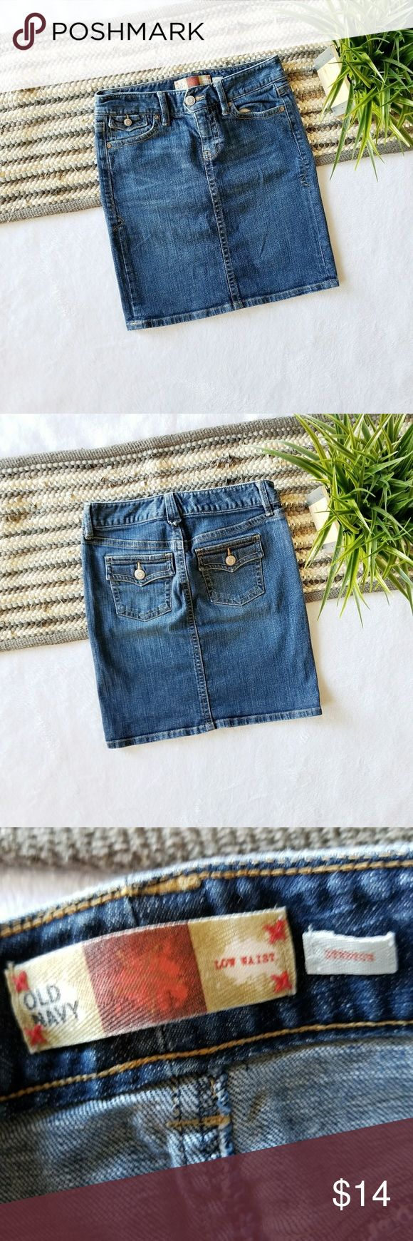 """Old Navy Stretch Denim Skirt Dark wash denim skirt. A little stretch to it. Very pretty and comfy. ❌No Modeling. Waist(laying flat) 15"""" Length 19""""  Brand: Old Navy Size: 2 Condition: nwot, no flaws at all. Never worn, only washed once.  #oldnavy #denimskirt #denim #skirt #jeanskirt #jean #darkwash #stretch #summer #fall #summerfashion #summerstyle #fashion #style #cheap #styleforcheap #xoxopf #bundleandsave Old Navy Skirts"""
