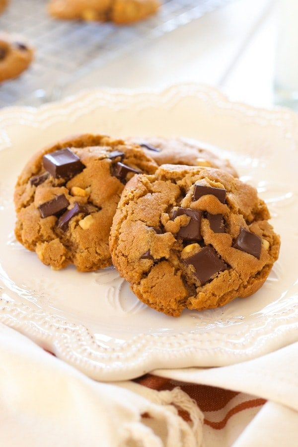 Peanut Butter Dark Chocolate Cookies - buttery cookies loaded with chocolate and peanut butter. So delicious you can't stop eating | rasamalaysia.com