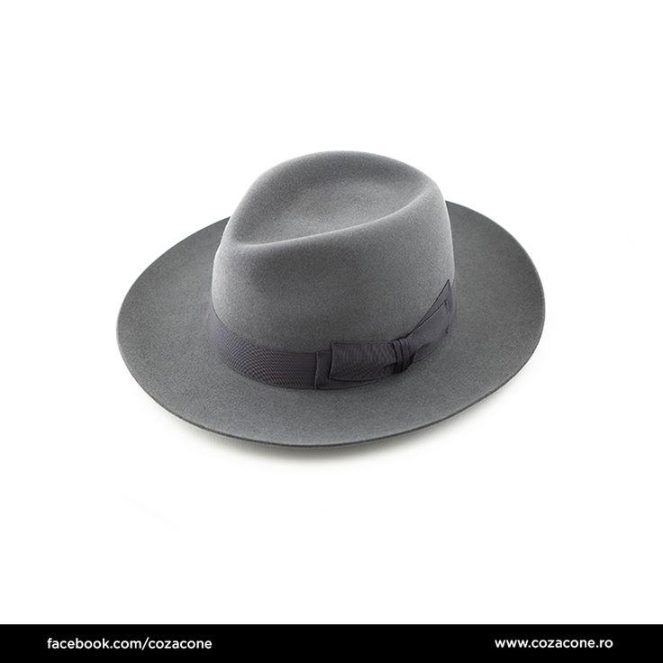 Pălărie gri cu panglică decorativă:  http://www.cozacone.ro/produse/detalii/palarie-gri-cu-panglica/