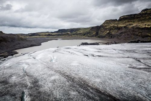 Reza Bassiri (Реза Бассири)  французский фотограф дизайнер и иллюстартор. В июне прошлого года Реза отправился в Исландию чтобы запечатлеть удивительную красоту южной части острова. На его снимках мы можем наблюдать исключительные контрасты между яркой растительностью скалами льдами минералами и туманом что подчёркивает дикую атмосферу исландской природы.  Подробности читайте на сайте журнала Российское фото. Активная ссылка - в профиле. #росфото #российскоефото #rosphoto_top  via Rosphoto…