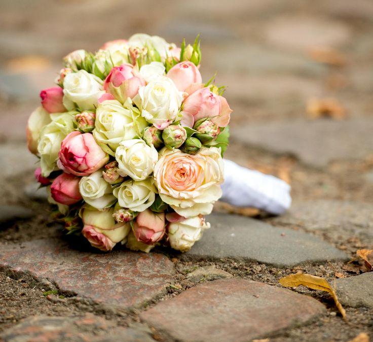 Brautstrauß in Rosatönen