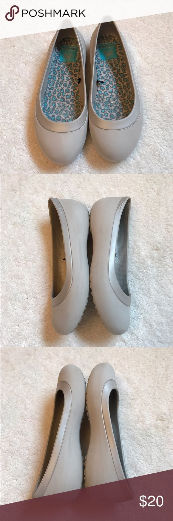 Women's crocs Excellent used condition CROCS Shoes Flats & Loafers
