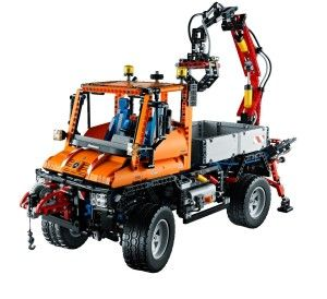 LEGO Technic 8110 – Unimog U400  Appassionati della LEGO è il vostro momento… Fatevi un regalo come si deve!  Con questo versatile Mercedes-Benz Unimog U400 siete pronti per qualsiasi sfida. Non è soltanto il modello più grande Technic – ma anche il primo che combina le funzioni di alimentazione e pneumatica in un unico modello.  http://www.gifts-regalioriginali.it/idee-originali-per-i-tuoi-regali/giochi/lego-technic-8110-unimog-u400/