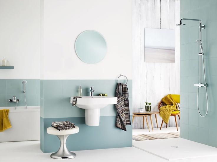 Blauw is de kleur van water dus welke kleur past er beter in een badkamer dan blauw grohe - Badkamer kleur idee ...