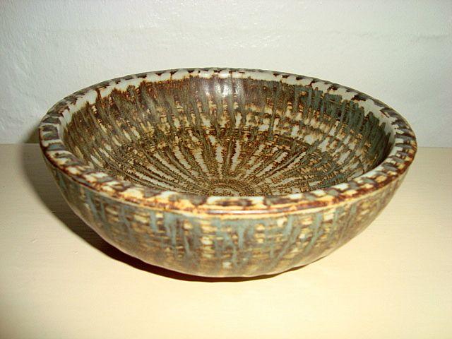 RÖRSTRAND dish – Gunnar Nylund. 1931-58. #Roerstrand #Swedish #Nylund #dish #fad #ceramics #stoneware #tilsalg #forsale SOLGT/SOLD on www.klitgaarden.net