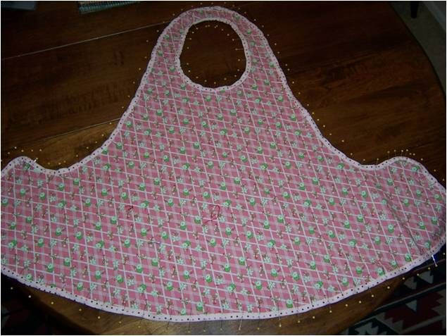 Art Threads: Wednesday Sewing: One Yard Apron (great pattern, perfect apron)