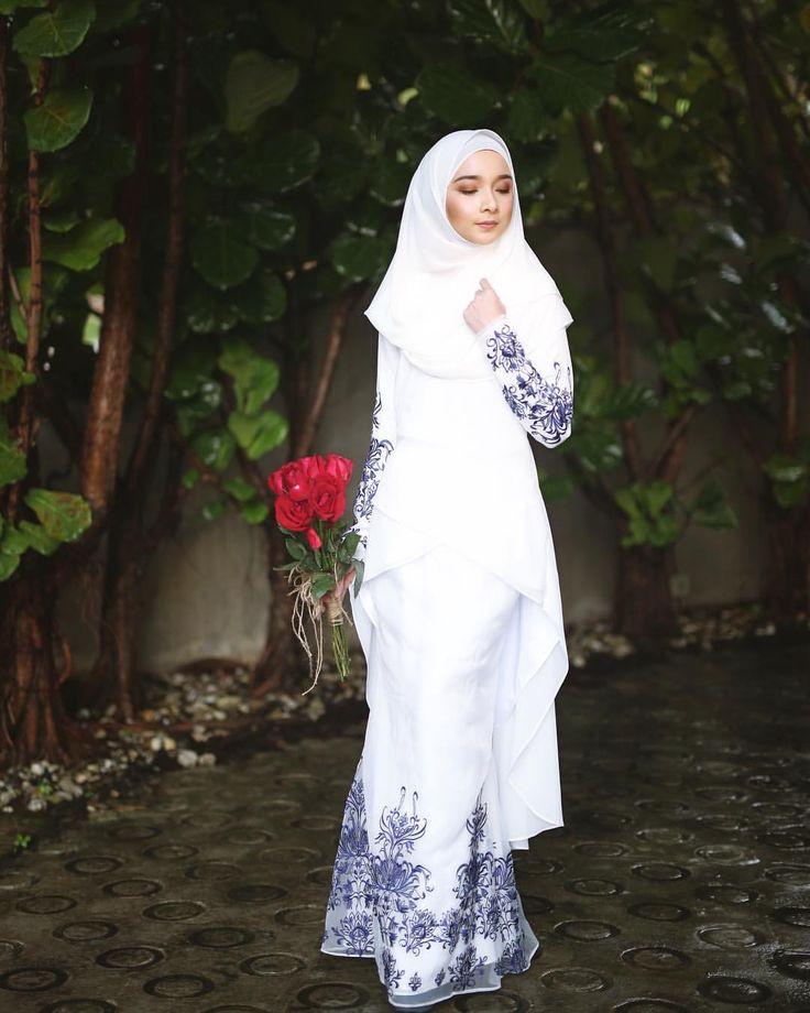 "4,611 Likes, 181 Comments - Minimalace Raya 2017 (@minimalace) on Instagram: ""Love Raya Collection, 1 Mei ini InsyaAllah. Double tap ramai2 tanda dearies Love dengan koleksi…"""