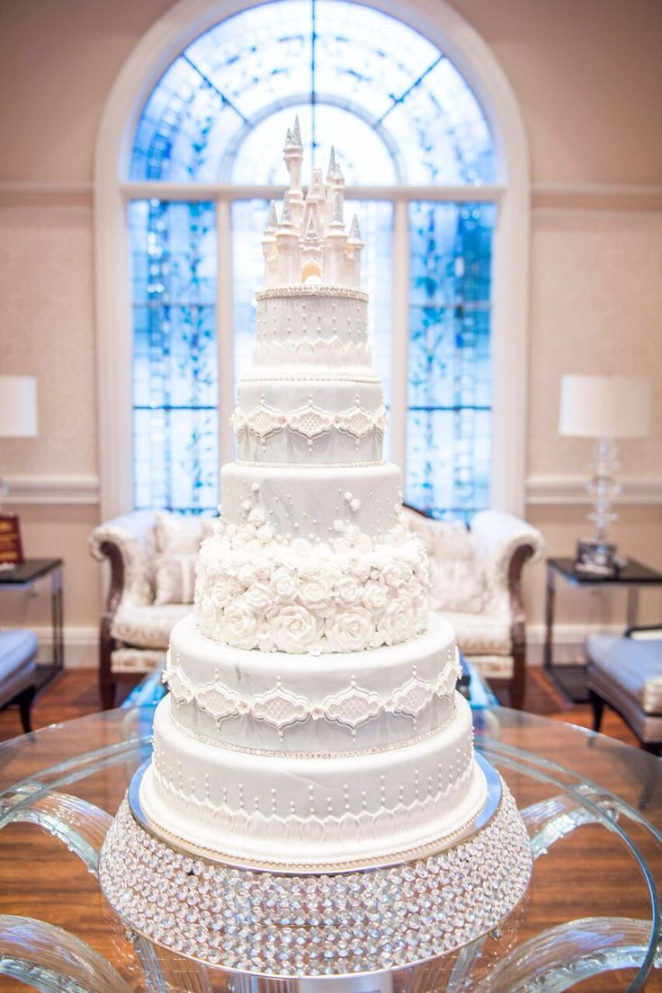In Love With This Adorable #disney #wedding #cake And That #castle #