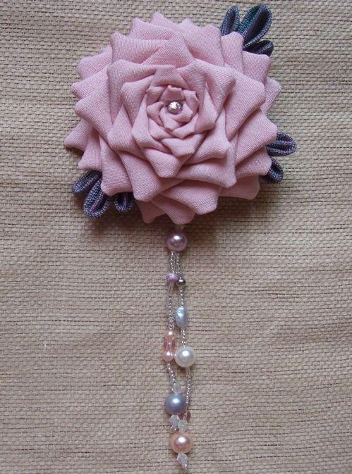 『オトナっぽいピンクのつまみ細工の薔薇』