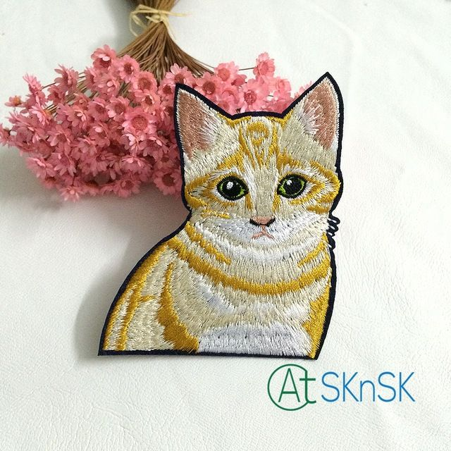 Latest patches50pcs/lot yellow cat embroidered patches stick on cloth cute animal badges applique patches for bag A2