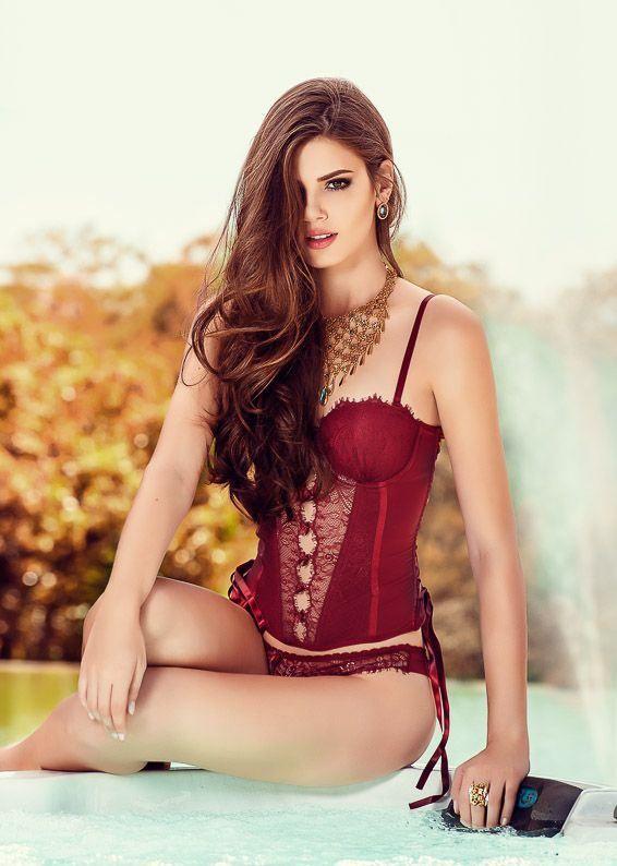 Camila Queiroz Atriz Actriz Modelo Fashion Model