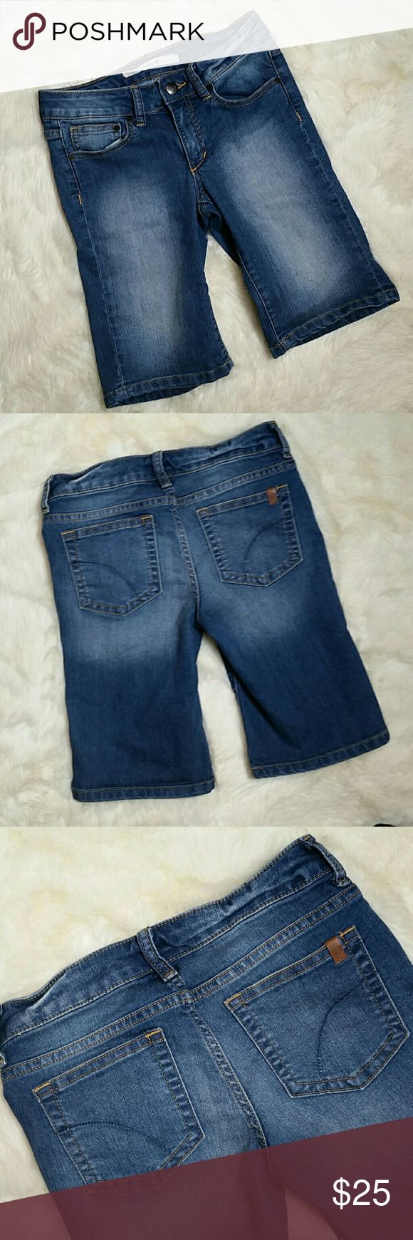 """Girls Joes Jeans Bermuda Shorts Size 12 Girls Joes Jeans Bermuda Shorts, size 12. Medium blue wash.  Button and zip fly. Stretch denim made up of 77% cotton, 22% polyester and 1% spandex. Preowned in great condition with no rips, holes, tears or stains. Size 12 (girls)  Waist 13"""" Rise 7"""" Inseam 10"""" Leg Opening 7.5"""" Full length top to bottom 16.5"""" Joe's Jeans Bottoms Shorts"""