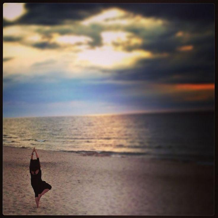 """""""Yoga session on the empty #beach with a #sunset. My entry for #AktywnaPlaza @pomorzezachodnie :)"""" Fot: Korabiuff #PomorzeZachodnie"""
