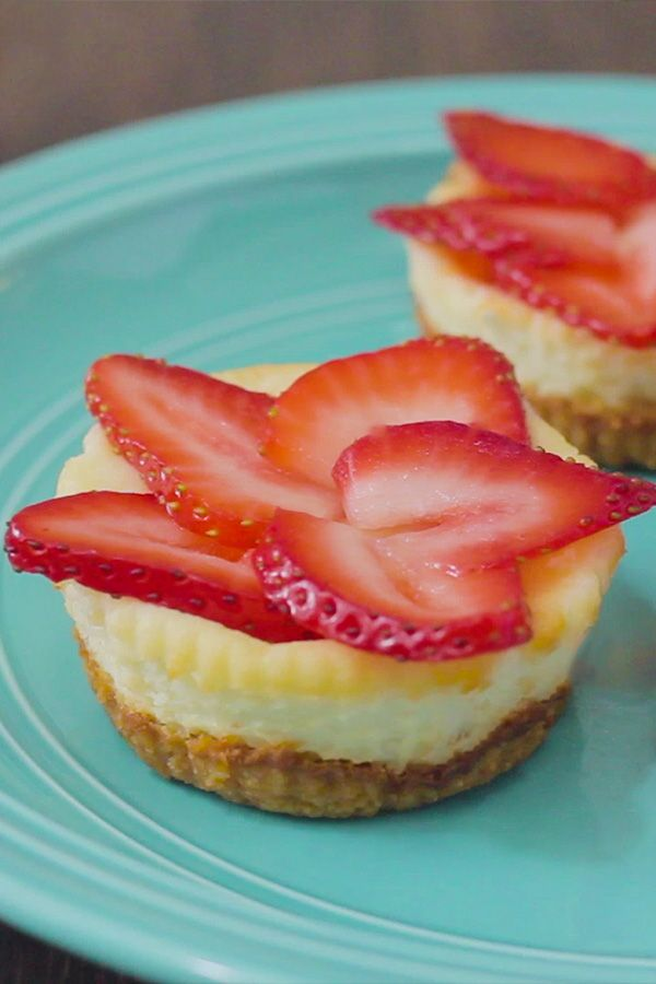 Baking a cheesecake is a very delicate process, but it doesn't have to be! Making a batch of mini cheesecakes is a lot quicker and a lot simpler! This mini cheesecakes recipe is keto, sugar-free & gluten-free. Perfect for dessert!
