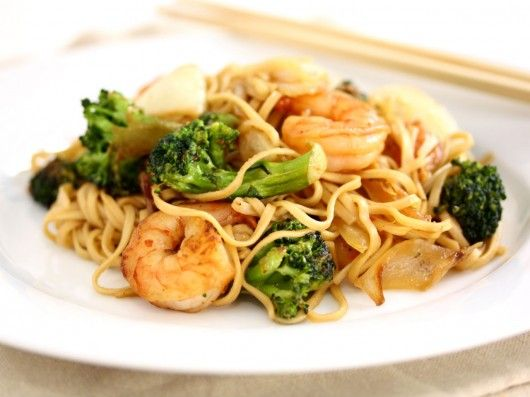 fried noodles with shrimps, chili and garlic