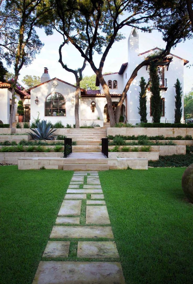 This Spanish-style house was designed by Ryan Street & Associates along with designer Elizabeth Stanley, is located in Austin, Texas.
