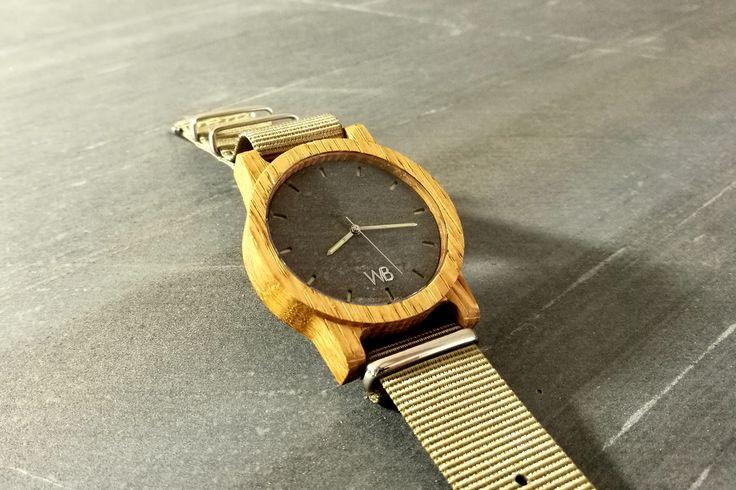 Drewniany zegarek wykonany z drewna dębu europejskiego w połączeniu z kamienną tarcza. Wood watch with stone dial.