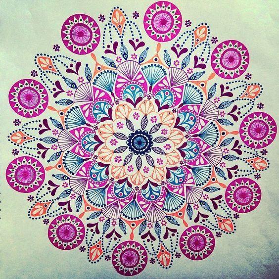 Combina los colores que más te gustan para crear unas lindas mandalas.