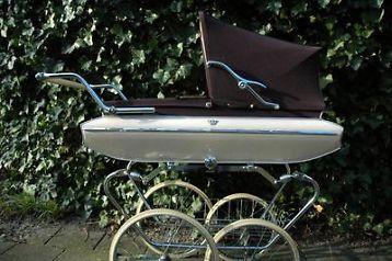 """Mooie Ouderwetse Kinderwagen """"van Delft"""" Klassiek met vering"""