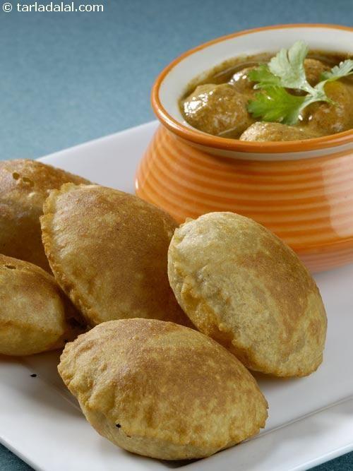 Dahiwale Aloo Ki Subzi with Rajgira Puris ( Faraal Recipes)