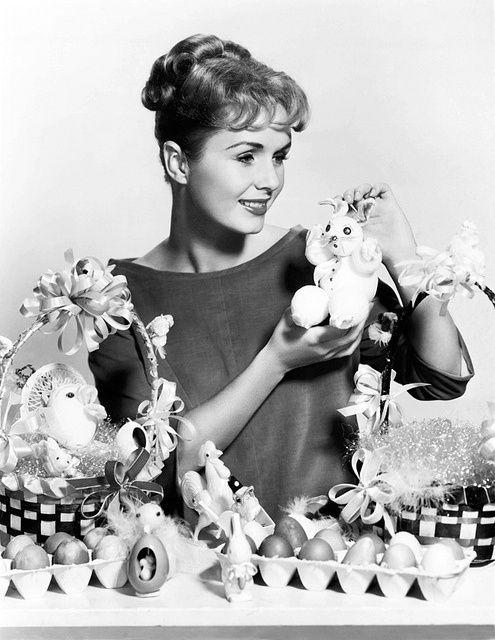 Debbie Reynolds Love her. | Debbie reynolds, Vintage holiday