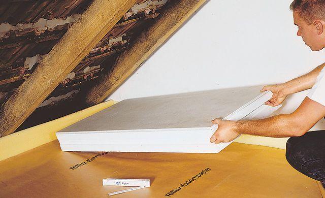 Auch wenn Sie dort nur Sachen abstellen: Sie sollten Ihr Dachgeschoss dämmen, so entweicht keine Wärme — wir zeigen Ihnen, wie Sie es selbst machen