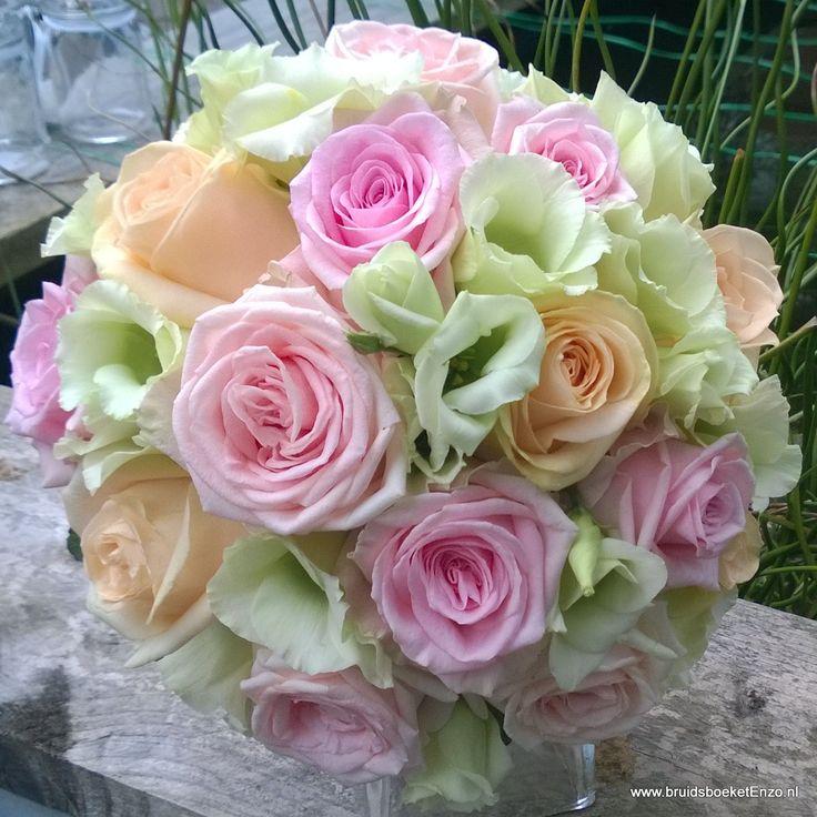 Bruidsboeketenzo.nl Bruidsboeket met pastel kleurige rozsen
