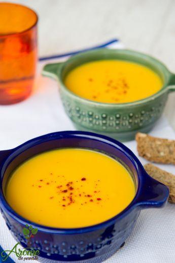 Supa crema morcovi cu ghimbir are un gust deosebit datorita combinatiei dintre dulceata morcovilor si iuteala placuta a ghimbirului.