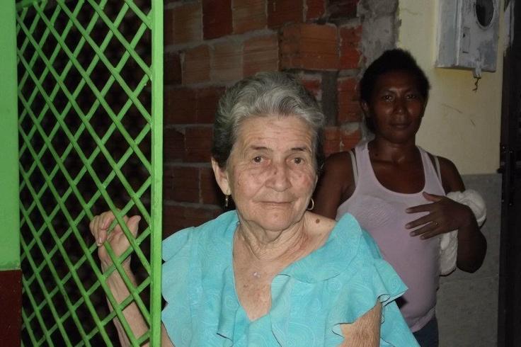 D. Miriam e vizinha