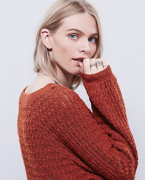 Myk og koselig oversized strikket kjolegenser for kalde høst- og vinterdager. Hold deg varm med dette bohemaktige antrekket.