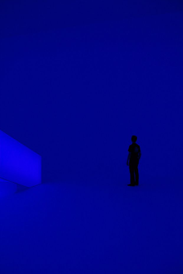 """James Turrell's light installation, where an empty room cycles beteen this blue color and red (see below.) According to the coolhunting site, """"It takes seconds for the dimensions of the space to vanish while the mind attempts to locate corners, walls and angles, an effect that's both disconcerting and exhilarating at the same time."""" #light #installations: Empty Room, Room Cycles, James Turrell S, James Turrell Lights, Blue Colors, Bleu Time, Turrell S Light"""