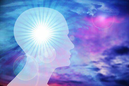 Tutti noi possiamo imparare e sviluppare l'intelligenza emotiva. Come fare? Ecco alcune strategie.