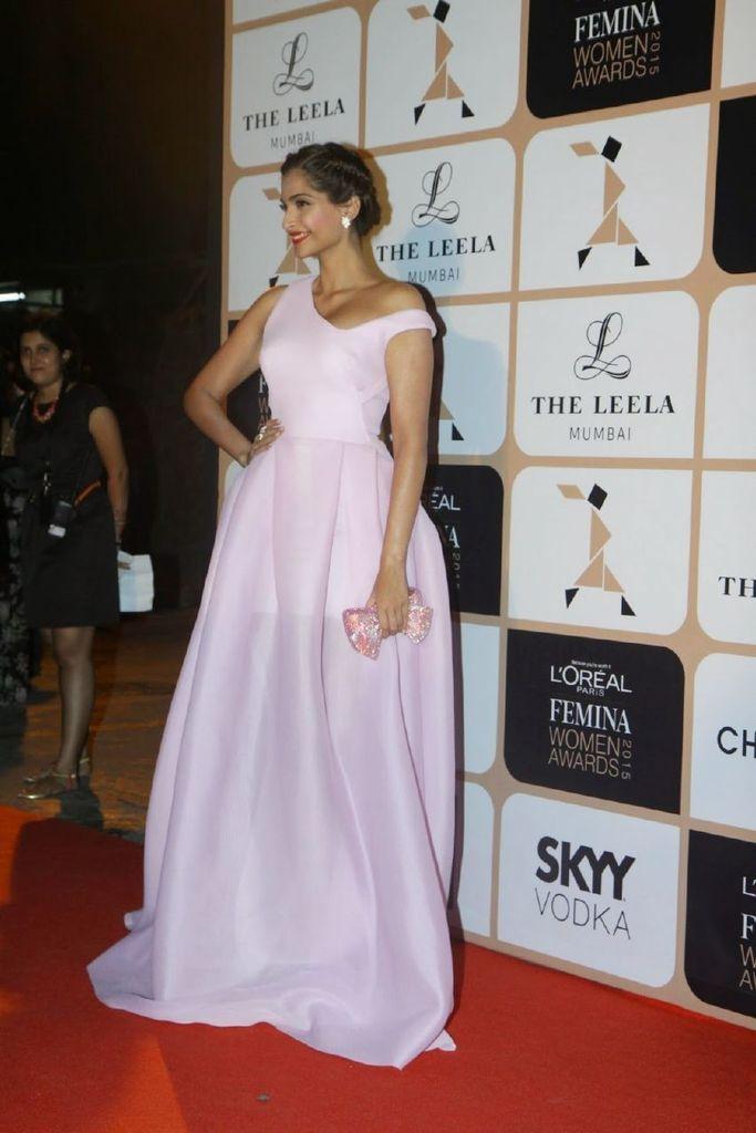 Sonam Kapoor - Femina Women Awards 2015, Leela Hotel : Indian Celebrtities (F) FunFunky.com