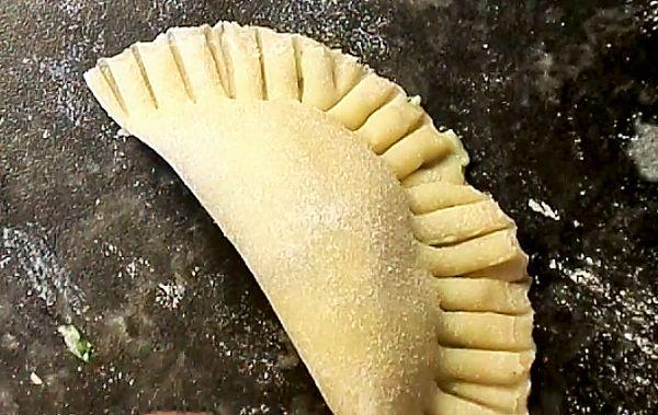 Ravioli Selber Machen - Ravioli mit Ricotta-Spinat Füllung :http://selber-machen-selbstgemacht.de/ravioli-selber-machen-ravioli-mit-ricotta-spinat-fullung/
