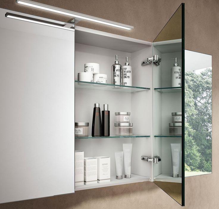 Consigli per organizzare e rendere ordinato un bagno piccolo. Evitare il disordine attraverso arredamento e soluzioni facili fai-da-te.