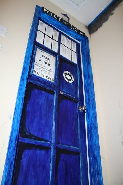 My Tardis door living room Hogwarts Crest and Lord of the Rings tribute. & The 25+ best Tardis door ideas on Pinterest | Doctor who bedroom ... pezcame.com