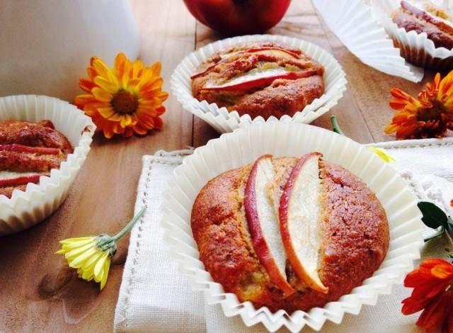 Cupcake integrali alle mele e noci .......Per la ricetta consultate il mio sito oppure scrivetemi nei commenti!