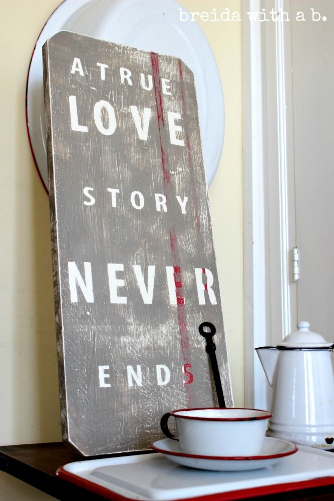 """""""Junky"""" sign on old board - Annie Sloan Chalk Paint breidawithab.com"""