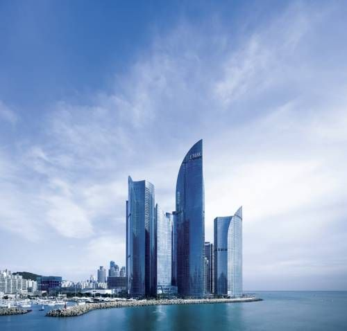 Park Hyatt Busan Busan Located in Haeundae district next to Busan Marina and only 2 km from Haeundae Beach, the luxurious 5-star Park Hyatt Busan offers exquisite rooms and suites with free WiFi. It features a sky lobby on the 30th floor and 2 restaurants.