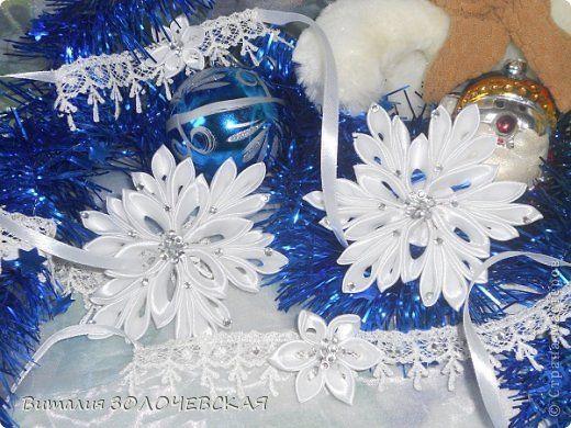 Всем привет))) Вот такой комплект сотворила для доченьки)))) Повязочка из кружева,колье,брослет,и брошь на платье фото 2