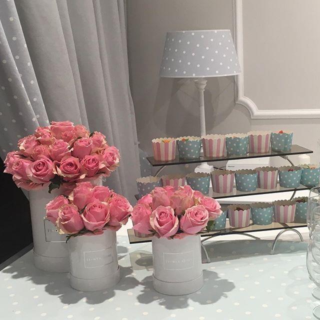 Już po otwarciu! Było pięknie, a kwiaty wciąż świeże! Dziękujemy @flowerstorewarsaw za tak piękne wpisanie się w klimat Caramella!!! #już #po #otwarciu #caramella #interiors #for #baby #and #kids #opening #store #justopen #pink #flowers #in #box #kwiaty #w #pudelkach