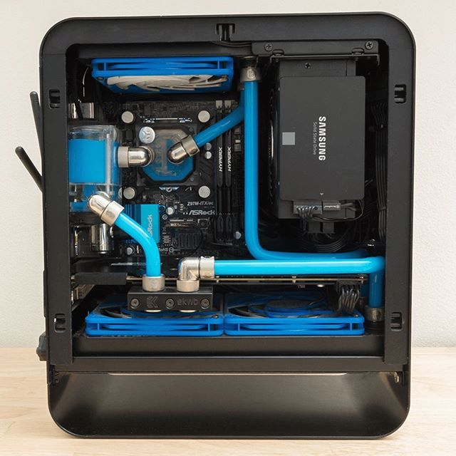 Heres A Clean Builds From A Reddit User Known As U Makethingz The Case Is A Jonsbo Umx1 I M Blue Da Ba Dee Da Ba Dye By Reddit User In 2020