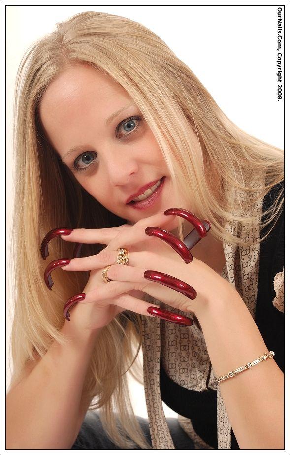 Blonde girl with long fingernail, mexican ass boob