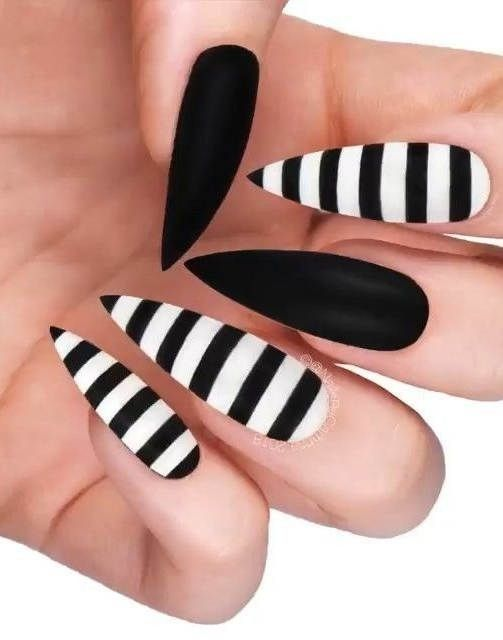 Pin by مريہومه 𝓜 on أضافر in 2020 | Black nail designs ...