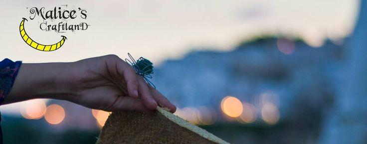 anello di metallo dlavorato a mano con vetro di mare ingabbiato: http://it.dawanda.com/product/74461255-Anello-regolabile-di-metallo-lavorato-a-mano  Malice, malice's, craftland, craft, riciclo, creativo, riuso, creative, recycling, reuse, reuso, reciclaje, artigianato, italiano, artesanato, italian, handicraft, eco, friendly, ecofriendly, Originale, colorato, ricreativo, curioso, insolito, colore, per lei, artigianali, inusual, raro, anello, ring, anillo, glass, sea, mar, vidrio, fiore…