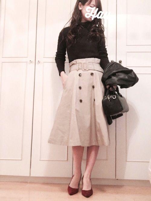 黒ライダースを女性らしく着たくて、  お気に入りのトレンチスカートと。    トップス、バッグは黒で
